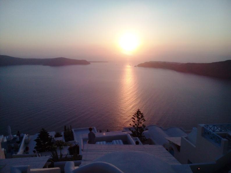 Αξέχαστο ηλιοβασίλεμα στη Σαντορίνη